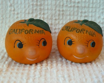Vintage Salt and Pepper Shakers - Shaped like Oranges with Cute Faces - California souvenir - kitschy fun