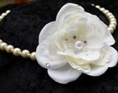 Flower Statement Necklace, Pearl Bridal Jewelry Set, White Rose Necklace, Bridal Statement Necklace, Floral Bracelet, Bridal Bracelet