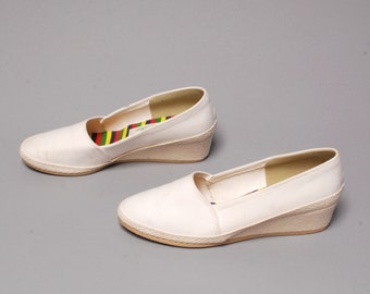 size 9 KEDS style white canvas 80s 90s WEDGE preppy slip on PLATFORM sneakers flats