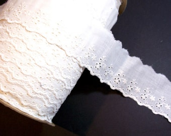 Eyelet Lace, Antique Ivory Eyelet Lace 2 1/2 inches wide, Raw Edge Lace, Daisy Flower Lace