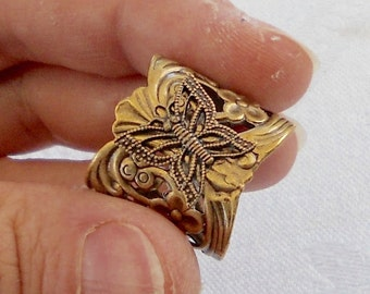 osO FLY Oso medieval brass ring