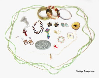 Fab Vintage Costume Jewelry / Jewellery, Destash Lot