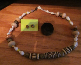 shell bead necklace plus