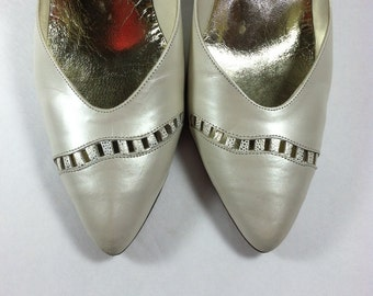 Vintage White Gold Leather Pumps / Pearl White Leather Shoes / High Heels / size 8.5