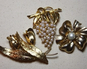Vintage BROOCH LOT-Goldtone & Pearl Flower Brooches- Grapes- Roses- Flower- Vintage Jewelry