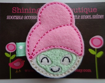 Spa Day Girl Embroidered Felt Hair Clippie With A Pink Towel And Mint Green Mud Mask - Mint Green Polka Dots