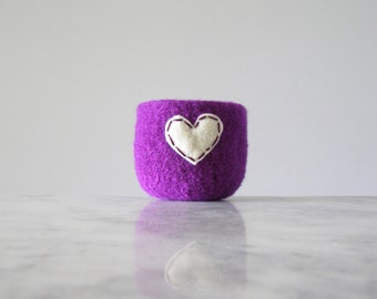 felted wool bowl  -  bright purple wool with off white eco felt heart - ring holder, anniversary gift - ring bowl - romantic