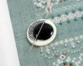 Hand Drawn Eyelash Button Needle Minder Beaded Needle Magnet Cross Stitch Hardanger Needlepoint Gadget DIY Crafts Needle Keeper