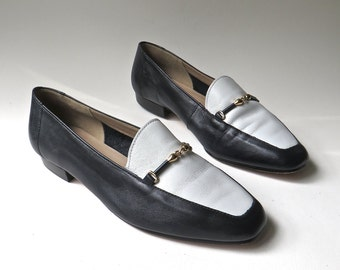 vintage Enzo Angiolini Navy Blue and White Leather Flats