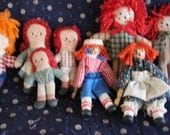 lot of mini raggedy ann and andy dolls