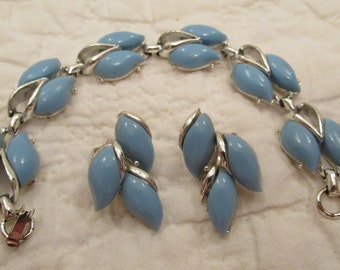 Vintage Jewelry 2 piece set Bracelet and clip on Earrings SALE
