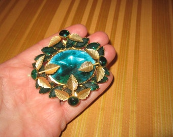 Vintage 1940s/50s Beautiful Large Faceted Emerald Green Glass Goldtone Brooch