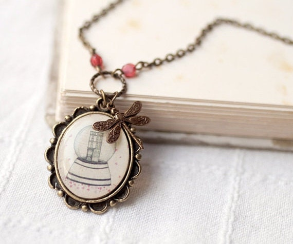 Snow globe necklace - Vintage style necklace - Christmas jewelry (N008)