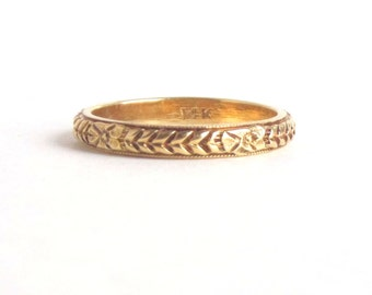 Antique Wedding Ring. Blossoms and Ribbons. Eternity. 14k Yellow Gold. 1930s. Size 4.75