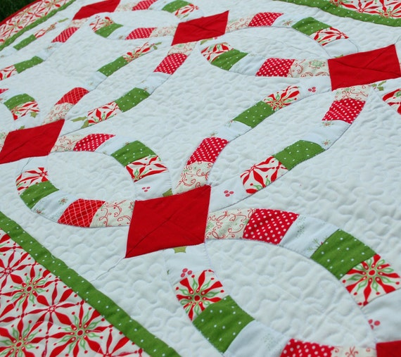 Peppermint Christmas Double Wedding Ring Table Runner