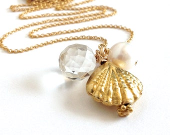 Gold Clamshell Beach Charm Necklace. 3-D Beach Necklace with Clamshell, Pearl, Crystal. Beach Lovers Necklace. Gold Beach Wedding Necklace.