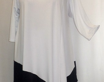 Coco and Juan Plus Size Lagenlook White and Black Color Block Traveler Knit  Angel Tunic Top Size 2 (fits3X,4X)   Bust 60 inches