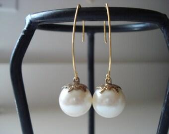 Vintage Art Deco White Ivory Pearl Glass Ball Drops Gold Earrings Elegant 1960's