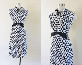 1960s Dress - Vintage 50s 60s Wiggle Dress - Black White Daisy Print Cotton Bust Shelf Party Sundress L - Revved Up