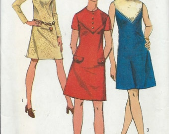 1970's Simplicity No. 8878 : A-Line Dress with Round Neckline and V-shaped Yoke in Front  Bust 34