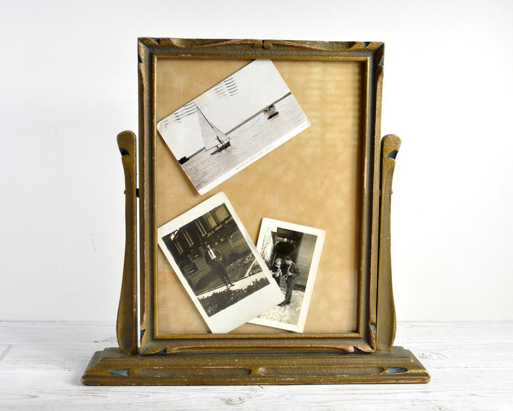 Wall swinging picture frame