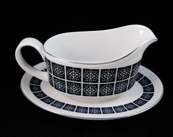 Royal Doulton Gravy Boat With Underplate Medallion Pattern #C1077