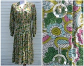Vintage 1940's Dorothy Hubbs floral print dress with lucite buttons and pleated skirt / 34 waist / xl / size 14 16