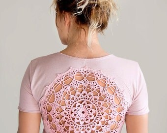 Pink rose quartz t-shirt with upcycled vintage crochet doily back - size S-M