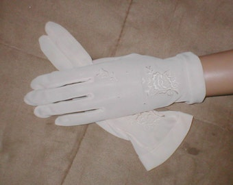 Vintage Ivory Gloves with Embroidery