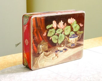 Carr's Biscuit Tin with Hinged Lid