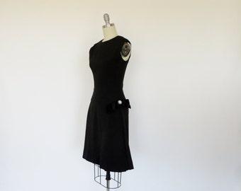 Vintage 1960s Dress / 60s Dress / Dropwaist Dress Black Dress / Cocktail Party Dress Sleeveless S M