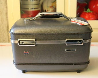 Vintage American Tourister Train Case, Carry On, Cosmetic Case, 1960's Luggage, Suitcase in Gun Metal Gray, Bags & Purses, Over-nighter
