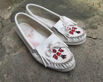 Vintage white leather MINNETONKA MOCCASINS - size 9