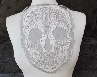 Cute embroidered skull  applique     1 pieces listing