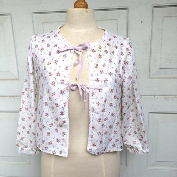 Sweet Romantic Floral Seersucker Bed Jacket 60s Vintage Lingerie Pajama Top Medium Large
