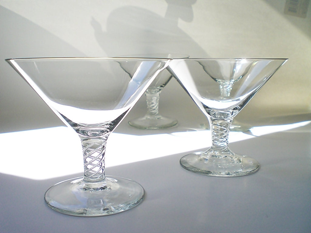 coupe champagne glasses 2 martini cocktail glasses air twist. Black Bedroom Furniture Sets. Home Design Ideas
