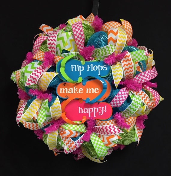 Flip flops make me happy beach wreath poly mesh deco mesh for Colorful summer wreaths