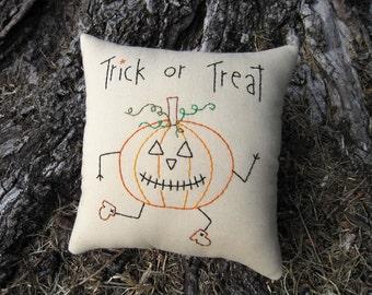 SALE 50% off, Primitive Halloween Pillow, prim smile, Pumpkin tuck, Hand Embroidered Stitchery, Original Design, unique halloween decoration