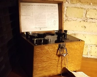 Vintage Kelvin Bridges Galvanometer, Ohm Meter, Oak box, leather handle, Leeds and Northrup Co. Philadelphia PA, resistance gauge