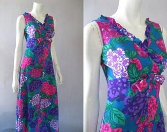 Vintage 1960s Hawaiian Maxi Dress - Sample Shop Waikiki -  60s Floral Print M - Viva Las Vegas