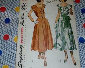 "Vintage 1940s Simplicity Pattern 2509 for Misses Dress, Size 14, Bust 32"", Waist 26"", Hips 35"""