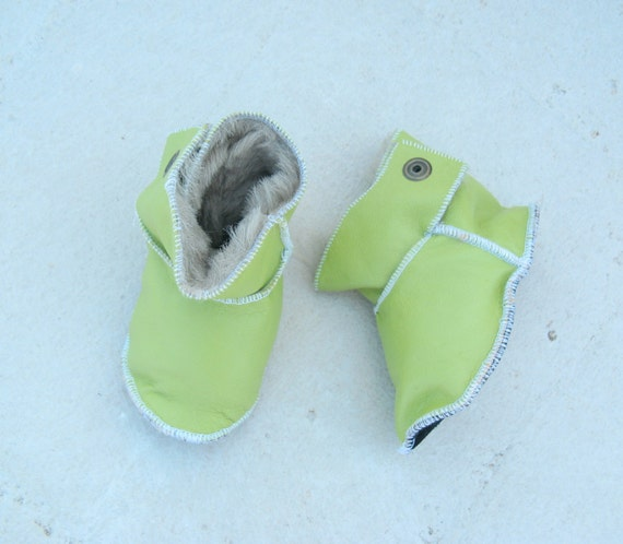 Baby girl boots, baby boy boots  Size : 8-11 Months baby booties, moccs, crib shoes,