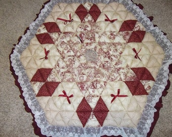Christmas Tree Skirt - Biscuit Quilted - Redwork Christmas