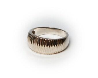 Sterling Silver Ladies Diamond Cut Ring