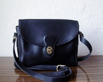 Excellent Classic COACH Black Handbag TURNLOCK Cross Body Shoulder