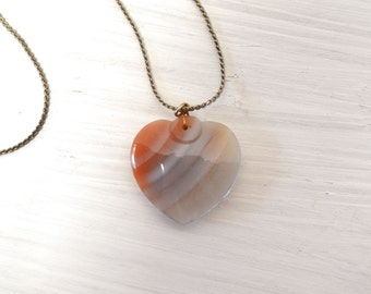 Agate Heart Pendant Necklace 90s Gemstone Necklace Gray Beige Orange Ombre Striped Vintage Heart Necklace