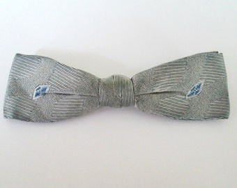 1950s Silver Gray Bowtie / Mid Century Hipster Clip On Bow Tie