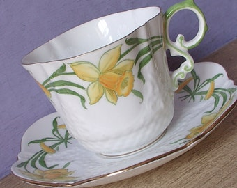 Antique 1930's Daffodils tea cup and saucer, Aynsley Bone china teacup, English tea cup, Antique teacup, Art Nouveau china teacup