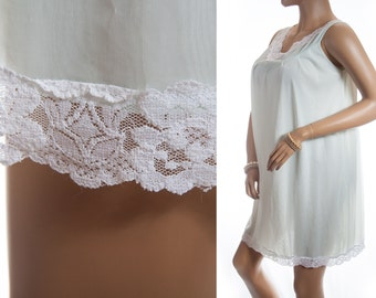 Stylish and romantic soft double layer floaty pale mint green nylon and delicate ivory white lace detail 1960's vintage nightgown - 3379