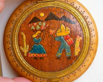 1940 RARE hand painted Desert Cactus Saquaro Moon Mexican Girl Lovers Cantina Compact Signed Made IN USA Sombrero rare vintage art collector